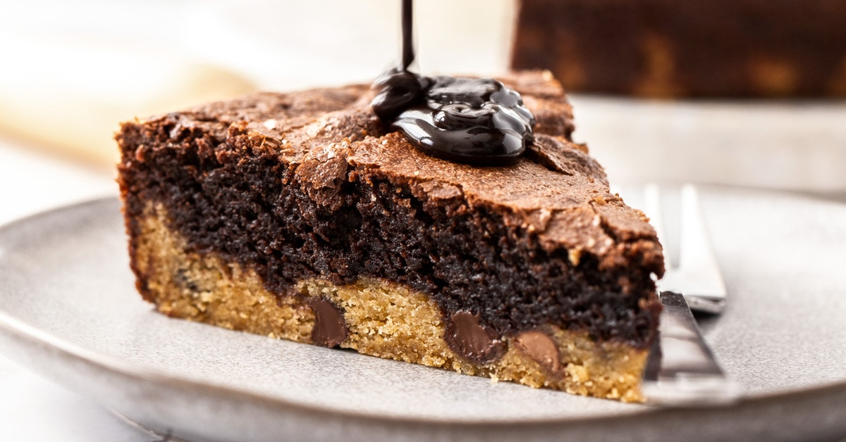 Closeup of a brookie pie with chocolate sauce being poured on top