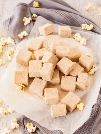 Butter Popcorn Easy Fudge has all the flavour of butter popcorn and fudge in one and not a piece of popcorn in sight. This is an easy fudge recipe with a fun flavour.