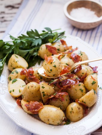 If you're after a delicious but quick and easy side dish, these perfectly cooked Buttery Garlic Potatoes topped with Crispy Prosciutto are just what you need.