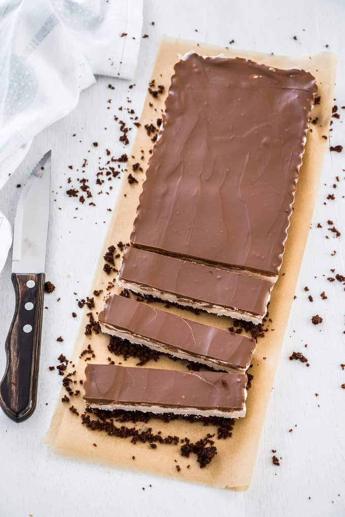 This Chocolate Malt Whipped Nougat Tart aka Milky Way Chocolate Tart, is a combination of chocolate cookie base, soft nougat centre and chocolate top and tastes just like a milky way in tart form.