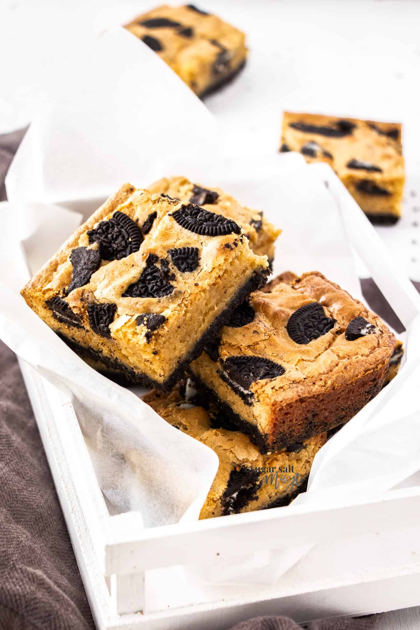 A small wooden box filled with Oreo blondies.